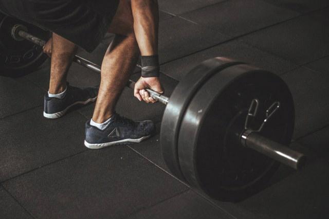 מתיחת שרירים בירך – למה זה קורה ומה עושים?